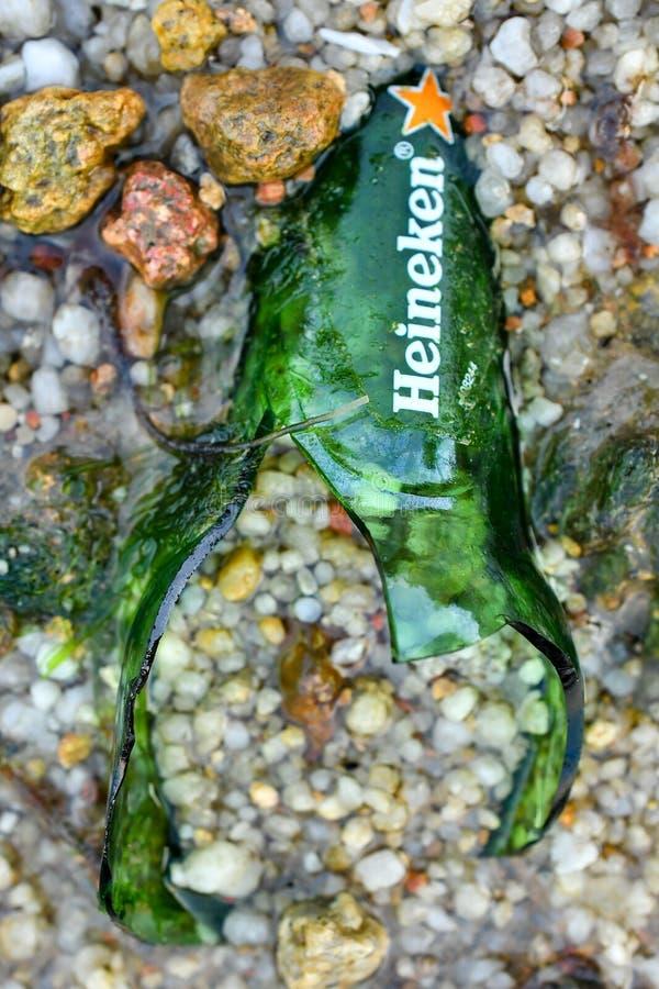μπουκάλι μπύρας που σπάζο& στοκ εικόνες με δικαίωμα ελεύθερης χρήσης