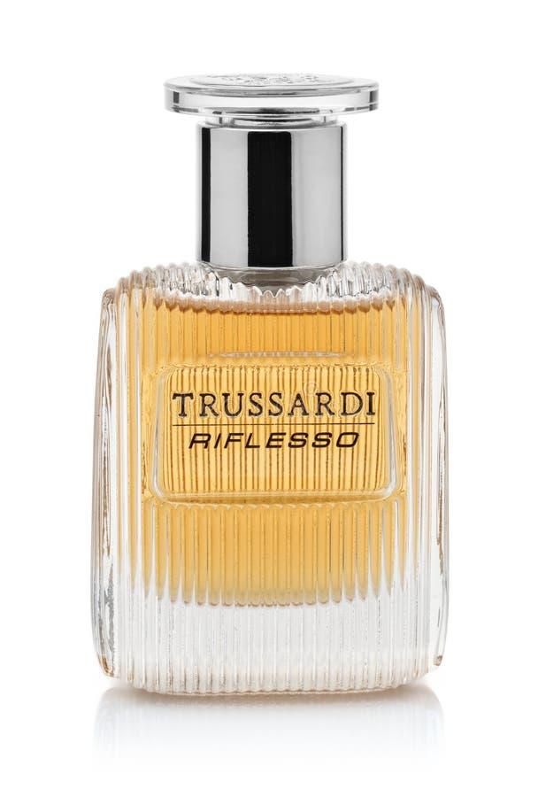Μπουκάλι του αρώματος Trussardi Riflesso των ατόμων στοκ εικόνες