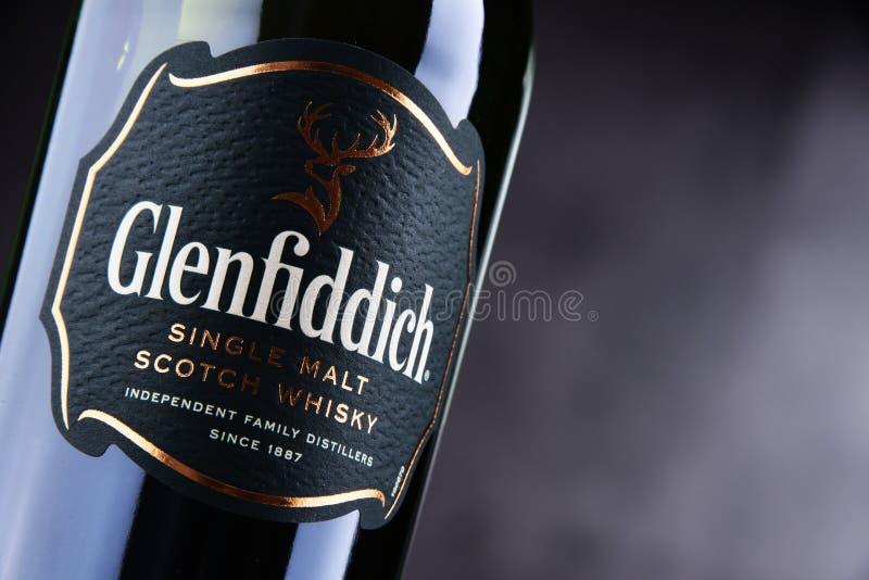 Μπουκάλι του σκωτσέζικου ουίσκυ ενιαίος-βύνης Glenfiddich στοκ φωτογραφίες