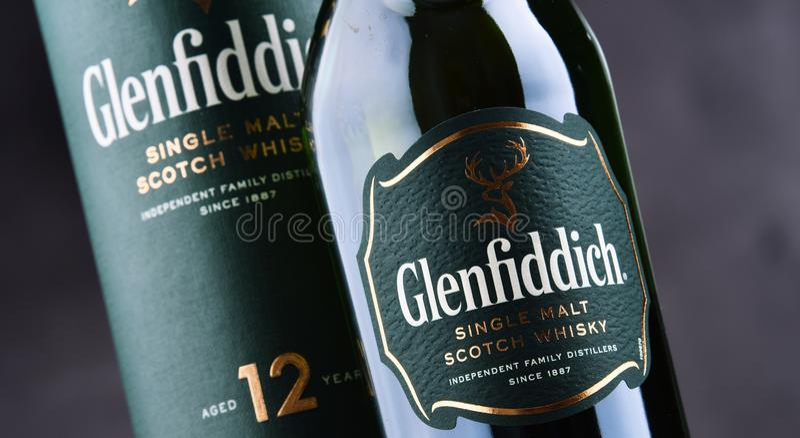 Μπουκάλι του σκωτσέζικου ουίσκυ ενιαίος-βύνης Glenfiddich στοκ εικόνες
