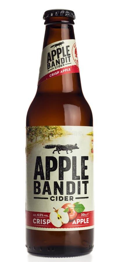 Μπουκάλι του τραγανού μηλίτη της Apple ληστών της Apple που απομονώνεται στο λευκό στοκ εικόνα