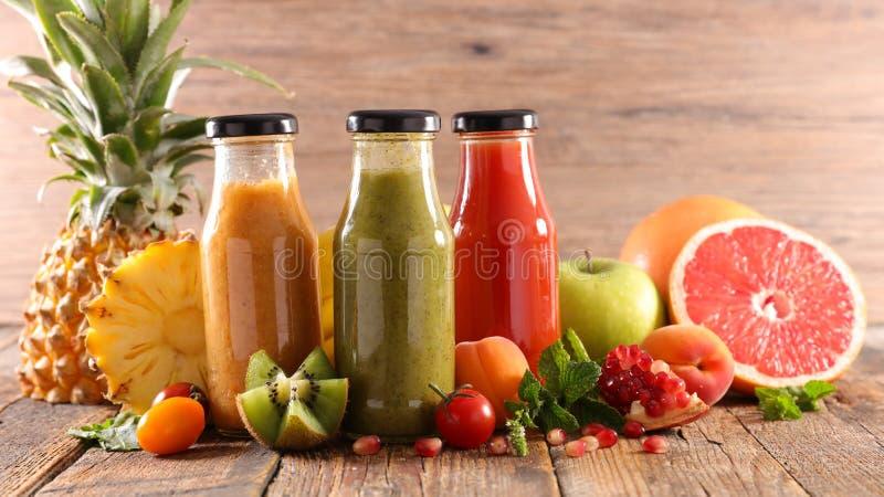 Μπουκάλι του χυμού φρούτων στοκ φωτογραφία με δικαίωμα ελεύθερης χρήσης