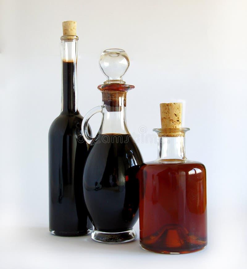 Μπουκάλια γυαλιού με το βαλσαμικό ξίδι στοκ φωτογραφία