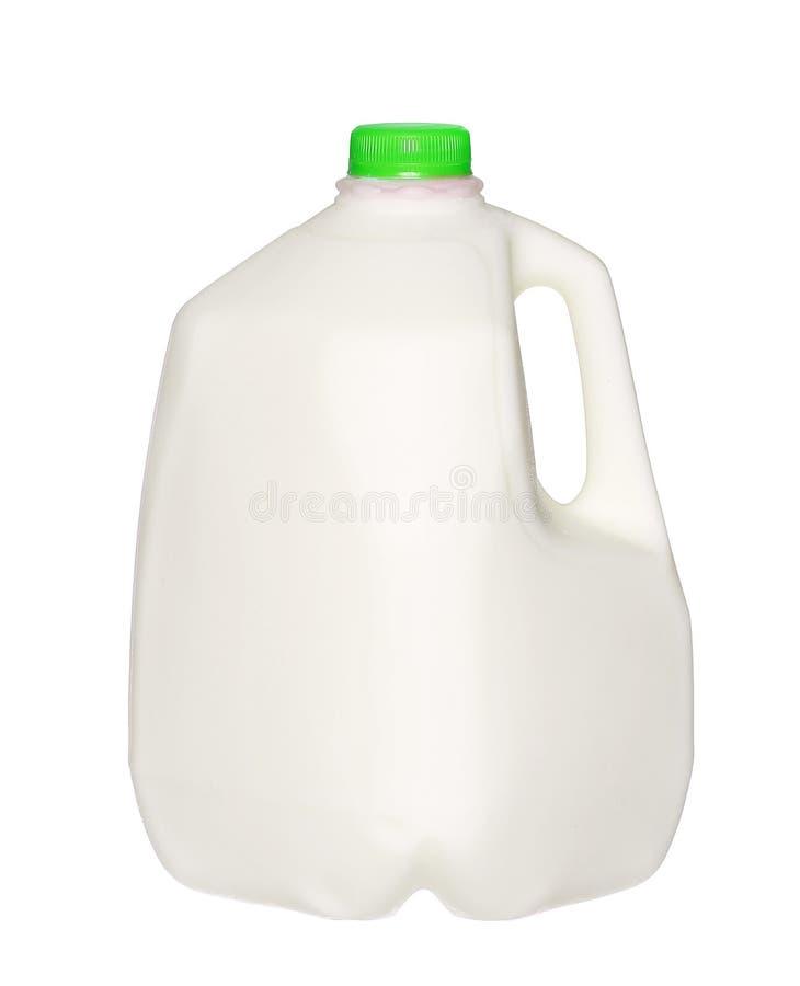 Μπουκάλι γάλακτος γαλονιού την πράσινη ΚΑΠ που απομονώνεται με στο λευκό στοκ εικόνες με δικαίωμα ελεύθερης χρήσης