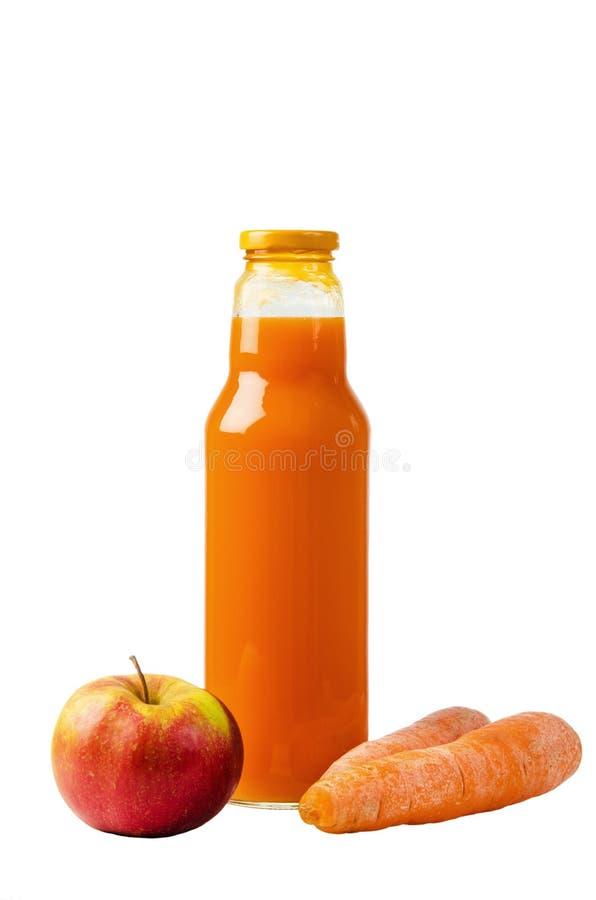 Μπουκάλι με το χυμό καρότων και ένα μήλο στοκ φωτογραφία με δικαίωμα ελεύθερης χρήσης