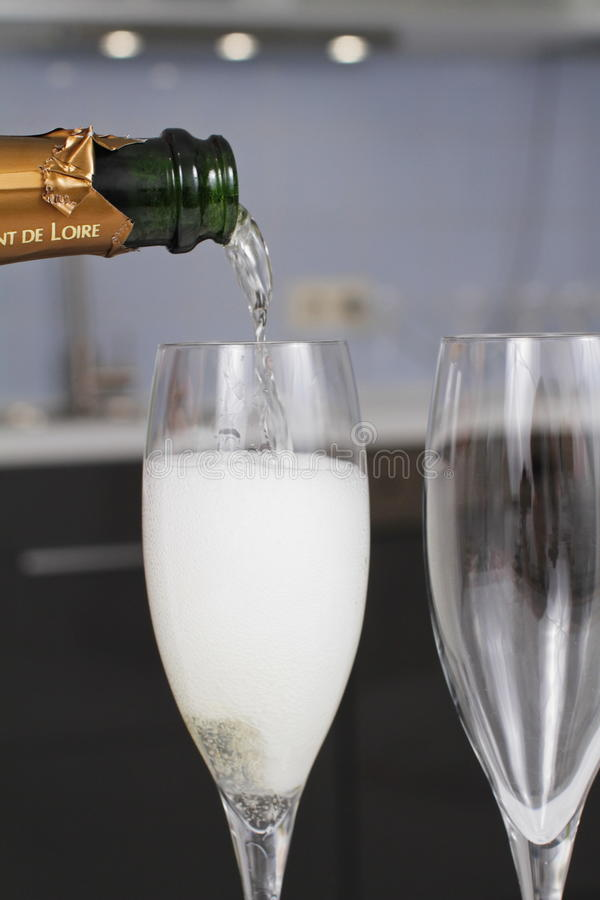 Μπουκάλι CHAMPAGNE έτοιμο για τον εορτασμό στοκ φωτογραφία με δικαίωμα ελεύθερης χρήσης