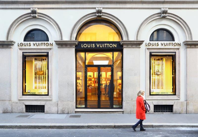 Μπουτίκ της Louis Vuitton μέσα μέσω Monte Napoleone, Μιλάνο στοκ φωτογραφία με δικαίωμα ελεύθερης χρήσης