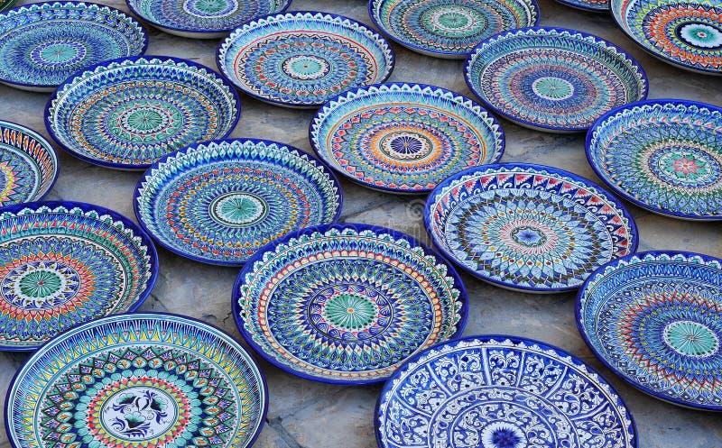 Μπουχάρα: μπλε χρωματισμένο χέρι - γίνοντα κεραμικά πιάτα στοκ φωτογραφίες με δικαίωμα ελεύθερης χρήσης