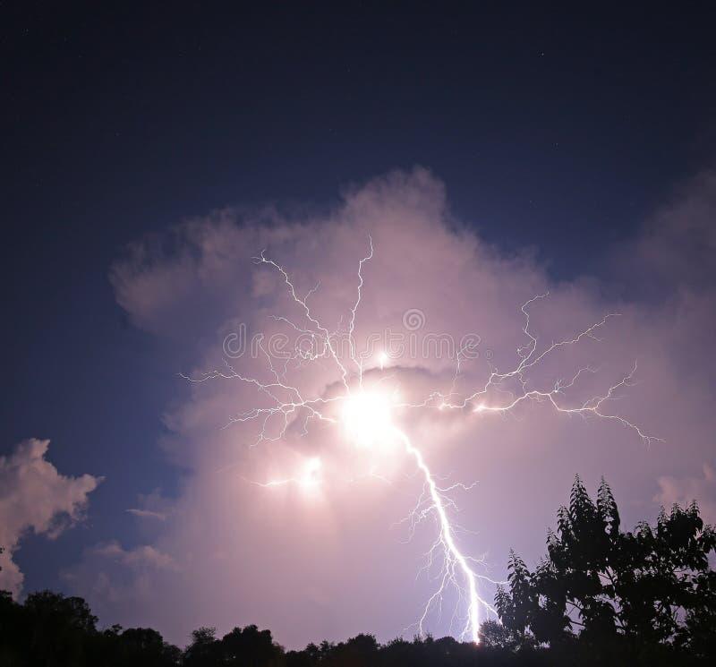 Μπουλόνι νυχτερινής αστραπής στοκ φωτογραφίες
