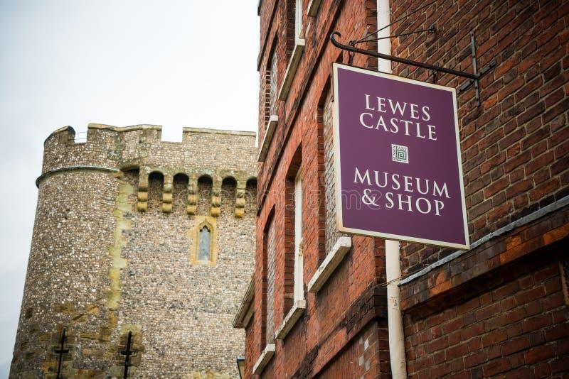 Μπράιτον, Αγγλία - 3 Οκτωβρίου 2018: Η είσοδος και το κατάστημα εισιτηρίων Lewes Castle & κήποι, ανατολικό Σάσσεξ στοκ φωτογραφίες