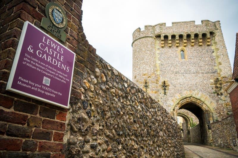 Μπράιτον, Αγγλία - 3 Οκτωβρίου 2018: Η είσοδος και το κατάστημα εισιτηρίων Lewes Castle & κήποι, πόλη νομών του ανατολικού Σάσσεξ στοκ εικόνες