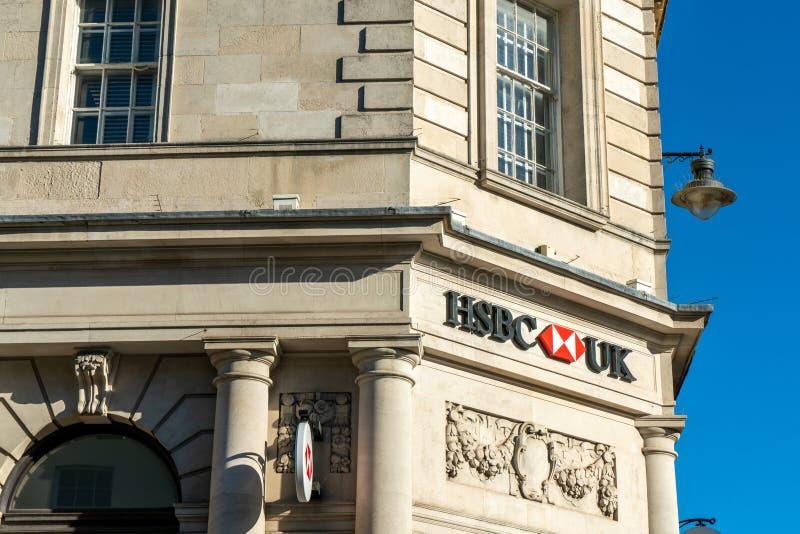 Μπράιτον, Αγγλία 6 Οκτωβρίου 2018: Σημάδι τράπεζας της HSBC στην είσοδο του γραφείου υποκαταστήματος τράπεζας της HSBC στην κωμόπ στοκ εικόνες με δικαίωμα ελεύθερης χρήσης
