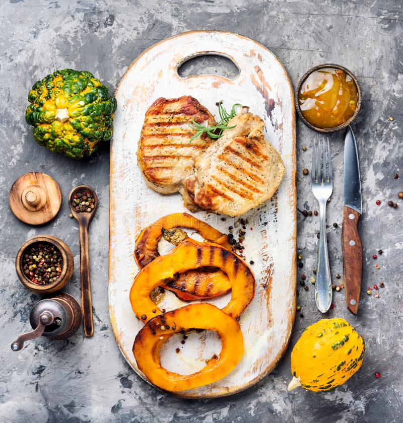 Μπριζόλα κρέατος με την κολοκύθα στοκ φωτογραφία