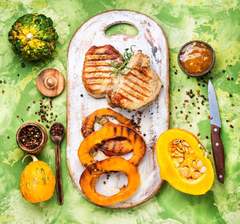 Μπριζόλα κρέατος με την κολοκύθα στοκ φωτογραφία με δικαίωμα ελεύθερης χρήσης