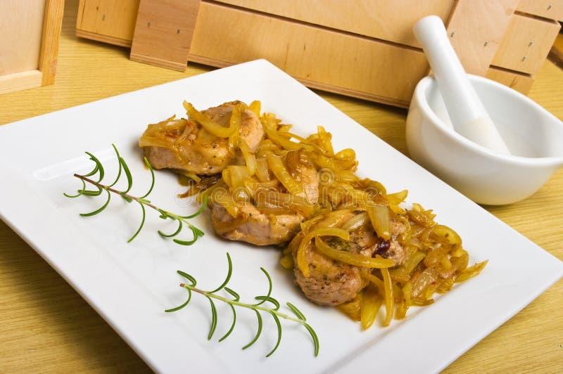 μπριζόλες κόντρων φιλέτο χοιρινού κρέατος κρεμμυδιών κάτω στοκ φωτογραφία με δικαίωμα ελεύθερης χρήσης