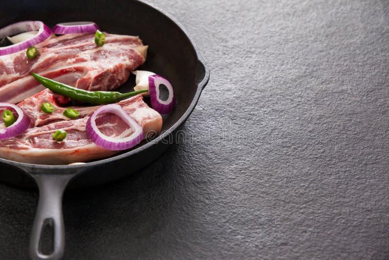 Μπριζόλα λεπίδων στο τηγάνισμα του τηγανιού στοκ εικόνες με δικαίωμα ελεύθερης χρήσης