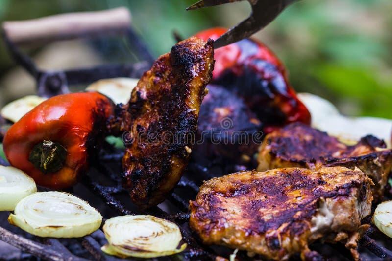 Μπριζόλα και λουκάνικο BBQ στοκ εικόνα