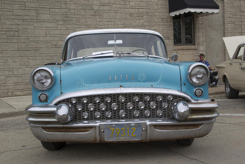 1955 μπροστινή άποψη αυτοκινήτων Aqua μπλε Buick ειδική στοκ εικόνα με δικαίωμα ελεύθερης χρήσης