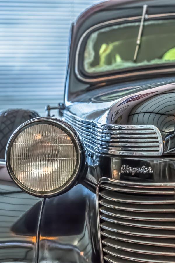 Μπροστινή άποψη ενός κλασικού αυτοκινήτου, Chrysler αυτοκρατορικό το 1937 στοκ φωτογραφία
