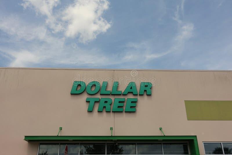 Μπροστινή άποψη καταστημάτων δέντρων δολαρίων στοκ φωτογραφία