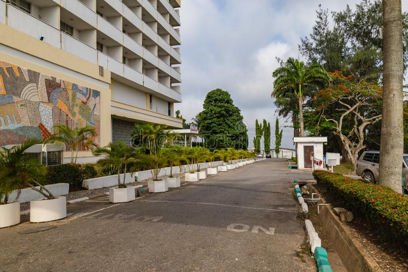 Μπροστινή άποψη του αρχαιότερου ξενοδοχείου Ιμπαντάν Νιγηρία στοκ φωτογραφίες