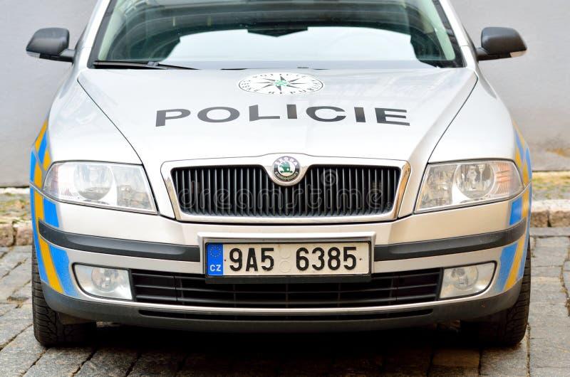 Μπροστινή άποψη του περιπολικού της Αστυνομίας στην πόλη της Πράγας στοκ φωτογραφίες