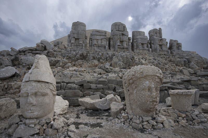 Μπροστινή άποψη των καταστροφών Nemrut υποστηριγμάτων στοκ εικόνες με δικαίωμα ελεύθερης χρήσης