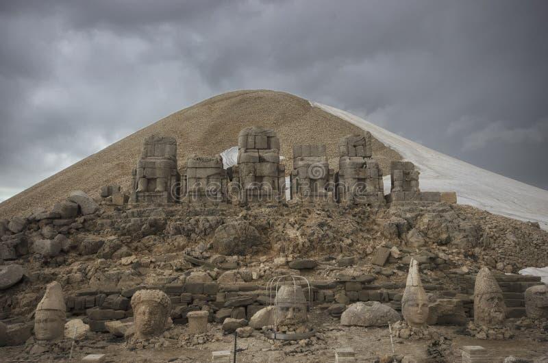 Μπροστινή άποψη των καταστροφών Nemrut υποστηριγμάτων στοκ εικόνες