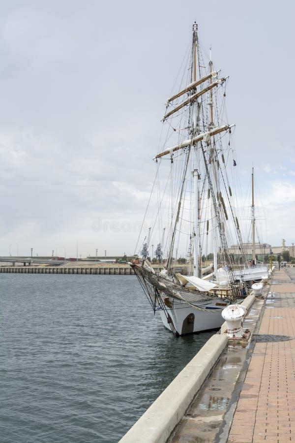 Μπροστινή άποψη: Ψηλό σκάφος ένα και όλα, λιμένας Αδελαΐδα, SA στοκ φωτογραφία με δικαίωμα ελεύθερης χρήσης
