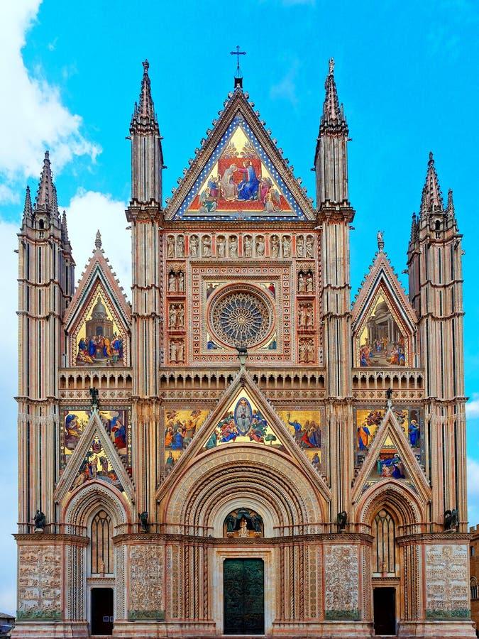 Μπροστινή εξωτερική άποψη προσόψεων καθεδρικών ναών Orvieto στοκ εικόνες