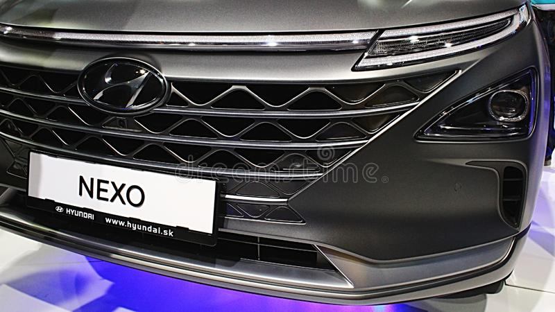 Μπροστινή μάσκα και επικεφαλής φω'τα των οδηγήσεων του νέου αυτοκινήτου Hyundai Nexo κυττάρων SUV υδρογόνου fuell στοκ φωτογραφία με δικαίωμα ελεύθερης χρήσης