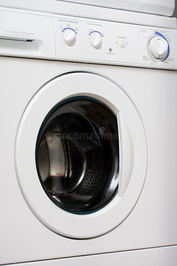 μπροστινή πλύση μηχανών φορτί&o στοκ φωτογραφία