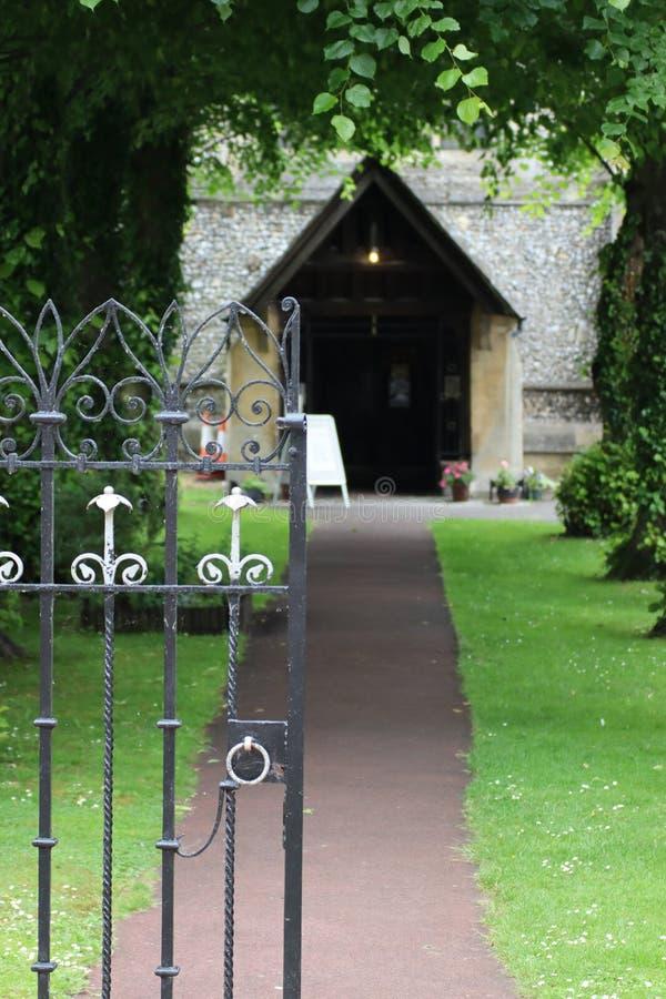 Μπροστινή πόρτα και κήπος ναών στοκ φωτογραφία με δικαίωμα ελεύθερης χρήσης