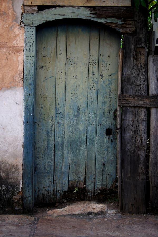 μπροστινός παλαιός πορτών στοκ φωτογραφίες με δικαίωμα ελεύθερης χρήσης
