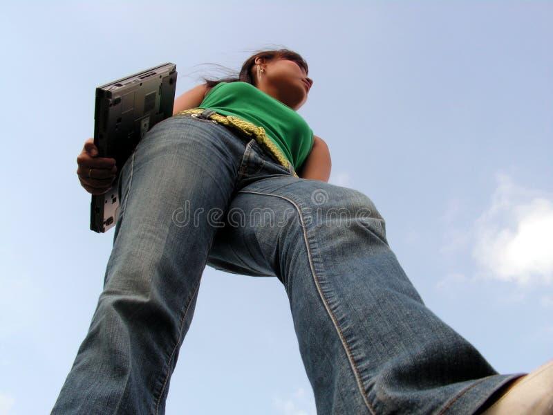 μπροστινό να περπατήσει lap-top στοκ φωτογραφία