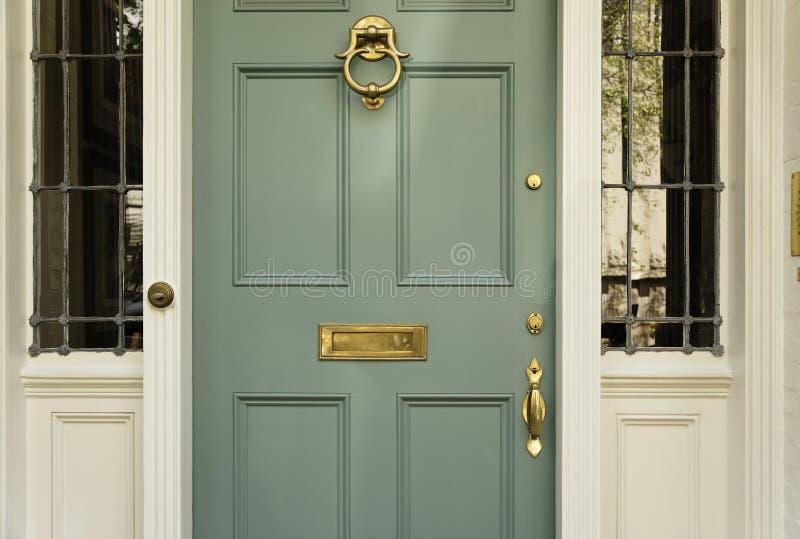 μπροστινό σπίτι πορτών upscale στοκ φωτογραφία με δικαίωμα ελεύθερης χρήσης