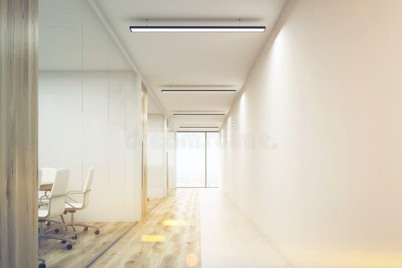 Μπροστινό veiw του γραφείου με τον κενό τοίχο και σειρά των αιθουσών συνεδριάσεων απεικόνιση αποθεμάτων