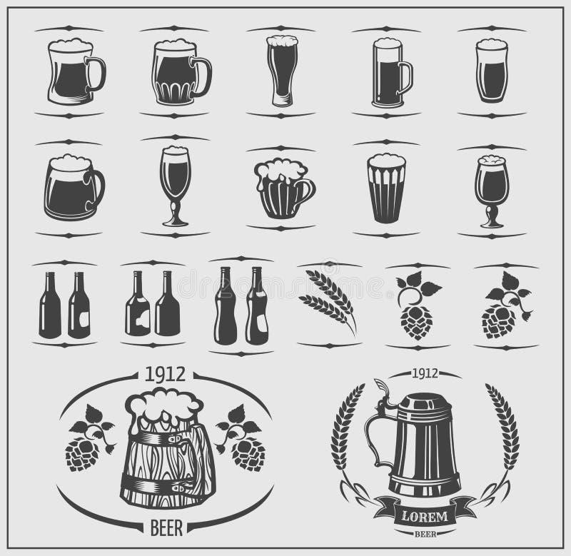 Μπύρα καθορισμένη: κούπες και μπουκάλια, κριθάρι, ετικέτες μπύρας και λογότυπα Απομονωμένα στοιχεία για Oktoberfest διανυσματική απεικόνιση