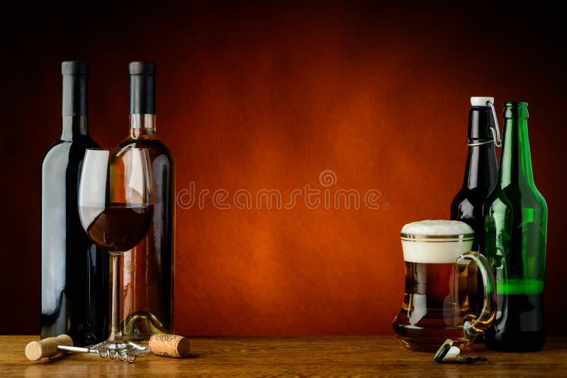 Μπύρα και κρασί στοκ εικόνες