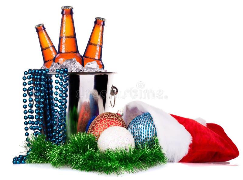 Μπύρα και ντεκόρ Χριστουγέννων στοκ εικόνα