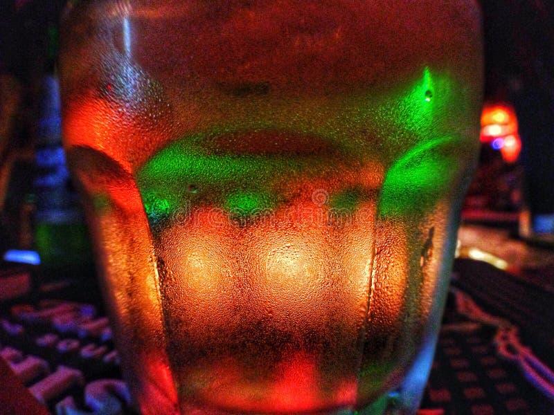 μπύρα με τη χρυσή κάνναβη στοκ φωτογραφία με δικαίωμα ελεύθερης χρήσης