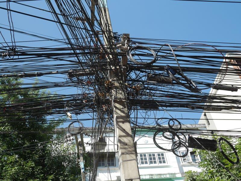 Μπλεγμένα καλώδια που βρίσκονται σε Chiang Mai στοκ φωτογραφία