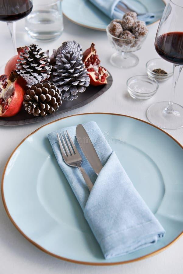 Μπλε άσπρο και κόκκινο θέμα για τα Χριστούγεννα στοκ φωτογραφία με δικαίωμα ελεύθερης χρήσης
