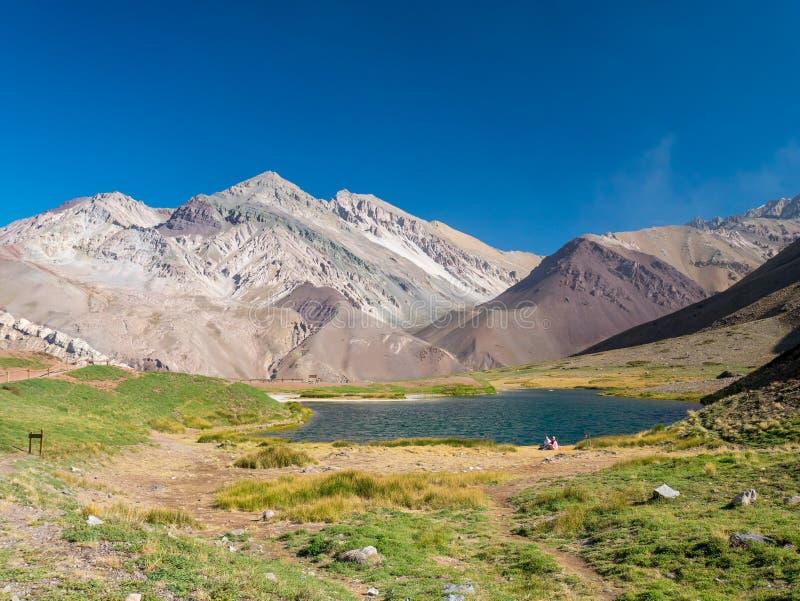 Μπλε λίμνη στις Άνδεις, κοντά Aconcagua στοκ φωτογραφίες με δικαίωμα ελεύθερης χρήσης