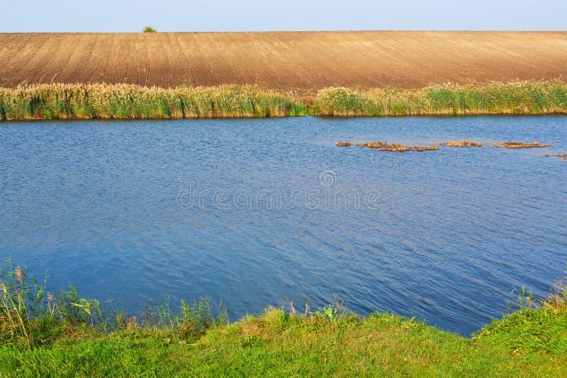 Μπλε λίμνη στοκ φωτογραφία με δικαίωμα ελεύθερης χρήσης