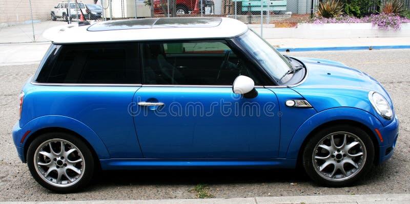 μπλε αυτοκίνητο μικρό στοκ φωτογραφίες