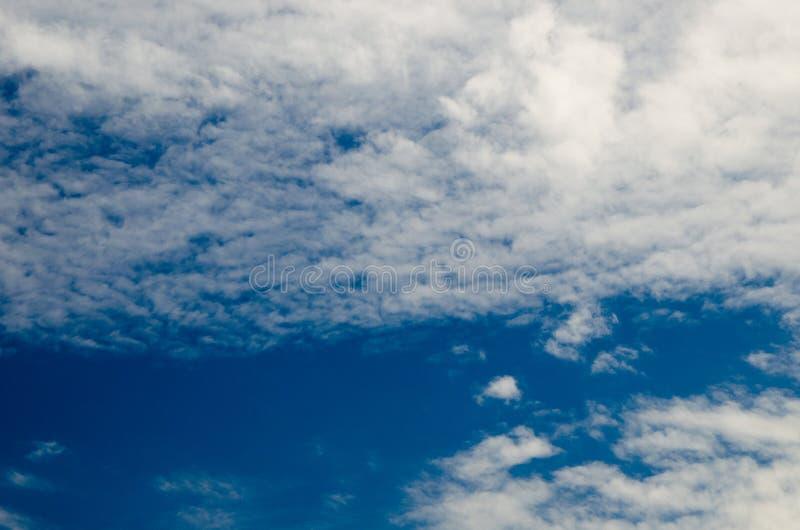 μπλε βαθύς ουρανός σύννεφ στοκ εικόνες με δικαίωμα ελεύθερης χρήσης