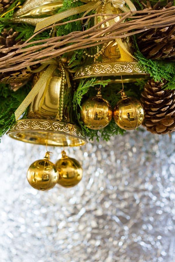 μπλε γυαλί σύνθεσης Χριστουγέννων μπιχλιμπιδιών στοκ εικόνα με δικαίωμα ελεύθερης χρήσης