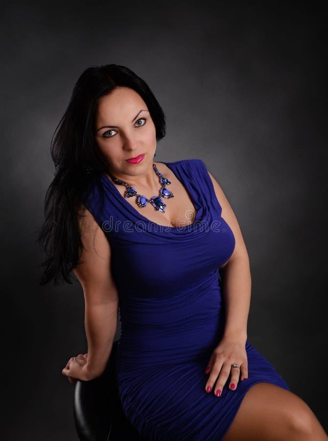μπλε γυναίκα φορεμάτων στοκ εικόνες με δικαίωμα ελεύθερης χρήσης