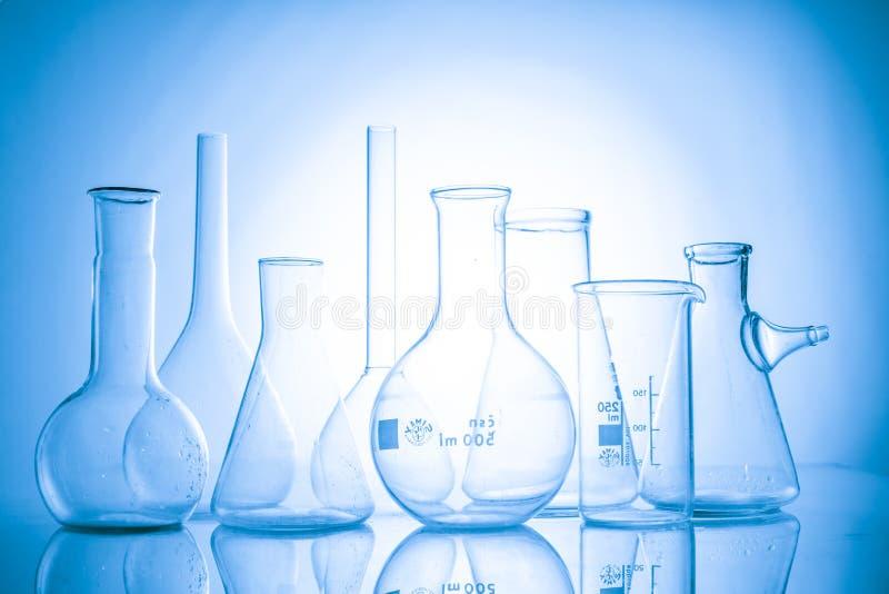 μπλε εργαστήριο γυαλικών γυαλιού ανασκόπησης στοκ εικόνα